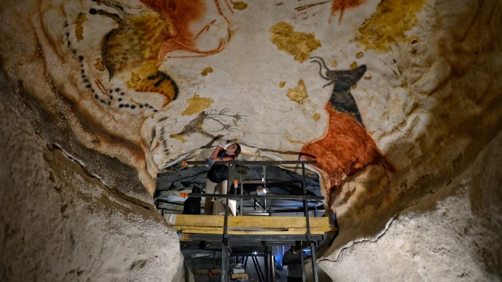 lascaux-snohetta-architecture-cultural-museums-france_dezeen_hero