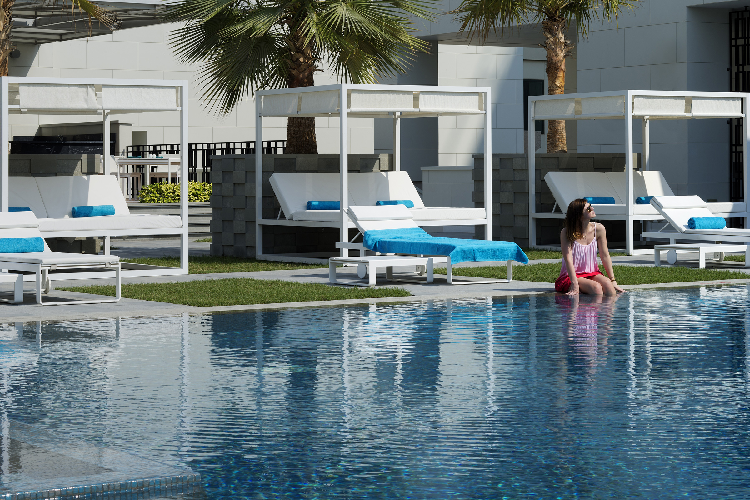 Elements-Pool_With-Model (2)